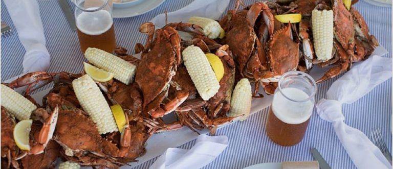 Tray of crab with corn and glasses of beer